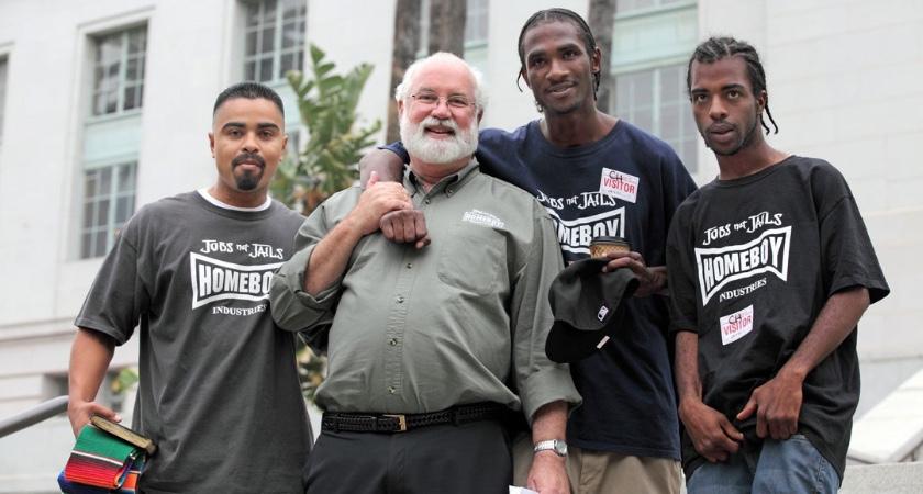 Greg Boyle: Priester tussen straatbendes