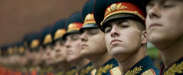 Wat is geweld? Militairen in het gelid.