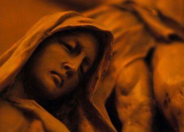 Graf, Jezus van kruis gehaald, Maria