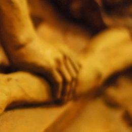 Jezus genageld aan het kruis statie 11 en statie 12