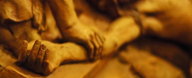 Kruiswegstaties 11 en 12: Jezus hangt en sterft aan het kruis #podcast