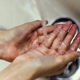 Handen wassen. Altijd je handen wassen.