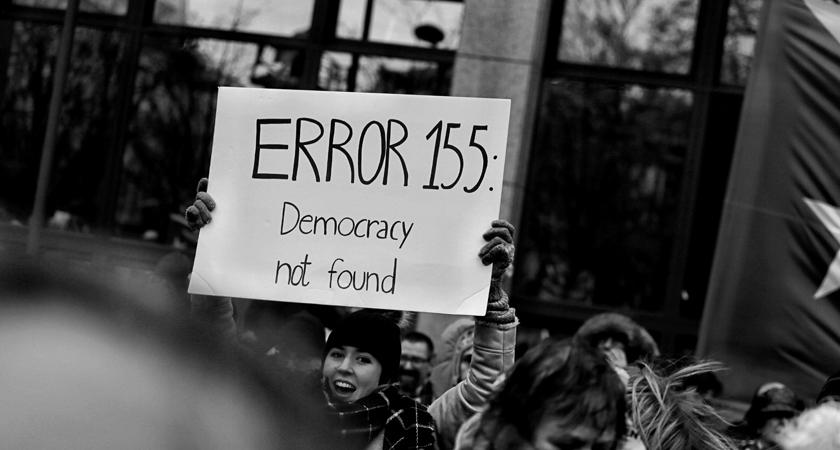 Is de democratie verstrikt in een langdurige doodsstrijd?
