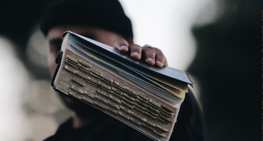 Meneer, waarom moeten we de Bijbel, zo'n oud boek, lezen?