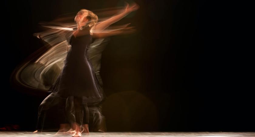 Vrouw die danst